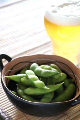 【料理写真】枝豆とビール